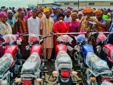 Akande-Sadipe-and-others-commissioning-the-bikes.jpeg